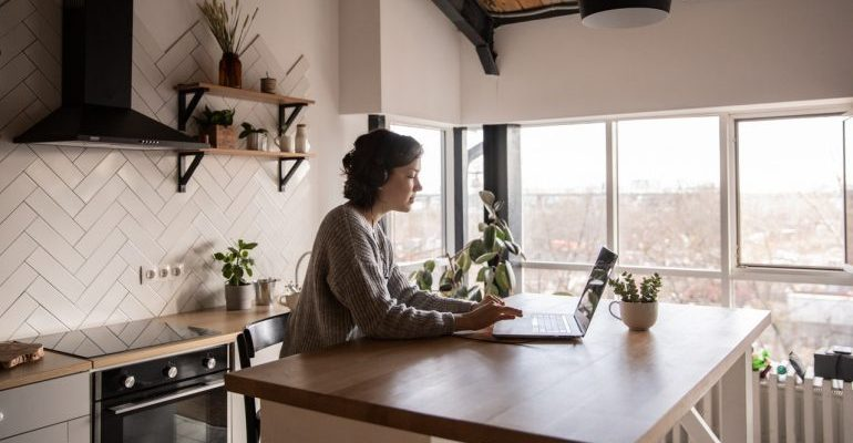 Woman reading about affiliate marketing trends on her laptop